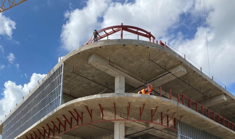 The four-level, 62,000-square-foot pavilion is scheduled be ready for tenant move-in by the first quarter of 2021, while the high-rise is expected in 2023. (Courtesy DC Partners)