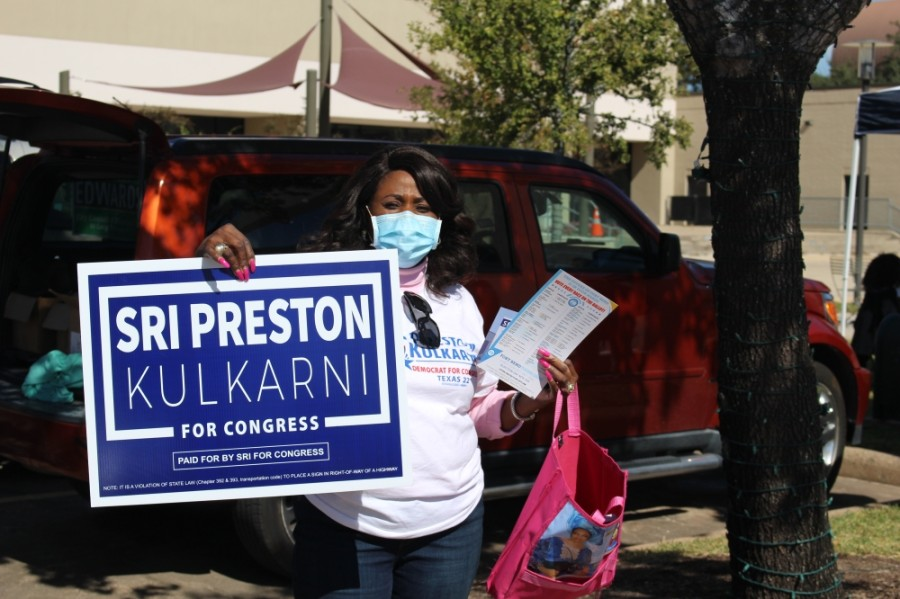 Dr. Pauline Igwe encouraged voters at the Missouri City Community Center to vote for Sri Preston Kulkarni and other Democrats. (Claire Shoop/Community Impact Newspaper)