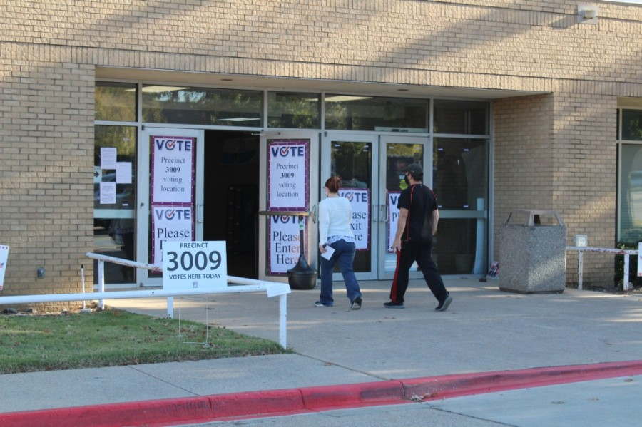 Voters enter the Herring Recreation Center to vote Nov. 3. (Sandra Sadek/Community Impact Newspaper)