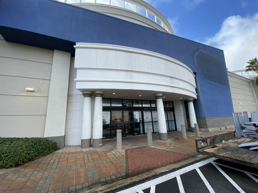 A Best Buy located in Meyerland Plaza decided not to renew its lease in late October. (Hunter Marrow/Community Impact Newspaper)