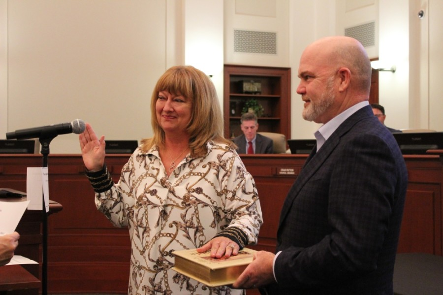 Kathy Talley is sworn in by Municipal Judge Carol Montgomery before taking her seat for Place 1. (Sandra Sadek/Community Impact Newspaper)
