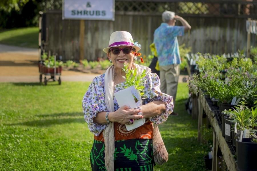 Mercer Botanic Gardens hosts a women's restorative hike for beginners Nov. 24 and Dec. 8. (Courtesy Harris County Precinct 4)
