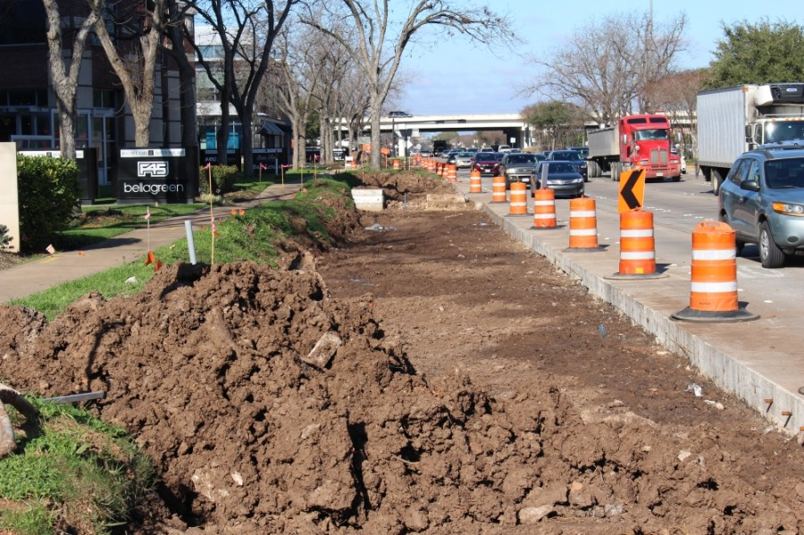 Crews at Hwy. 6 and Town Center Boulevard are preparing to pour concrete for the new outermost southbound lane. (Claire Shoop/Community Impact Newspaper)