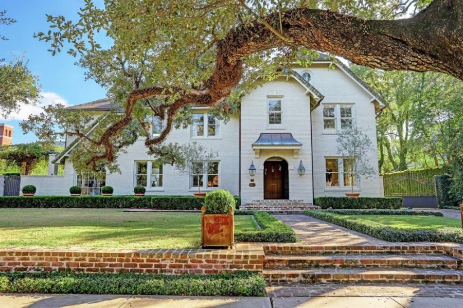 1611 South Blvd., Houston: This fully restored 1925 home features designer touches throughout, as well as a guest quarters with a full-size kitchen. 6 beds, 4.5 baths / 6,374 square feet. Sold for $4,418,001-$5,081,000 on Nov. 30. (Courtesy Houston Association of Realtors)