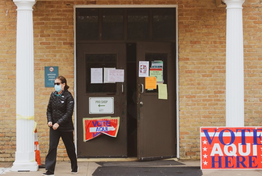 A voter at Lions Municipal Golf Course. (Christopher Neely/Community Impact Newspaper)