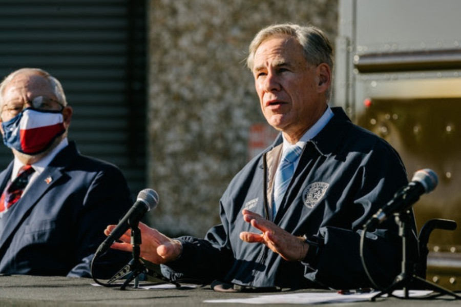 Gov. Greg Abbott (right) and John Hellerstedt, Texas Department of State Health Services commissioner, provide an update on COVID-19 vaccine distribution at a Dec. 17 news conference. (Courtesy Office of the Governor)