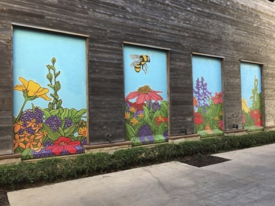 "A mural titled ""Bijou the Bee"" was painted by local artist Avery Orendorf at the Hill Country Galleria in 2020. (Courtesy Giant Noise Public Relations)"