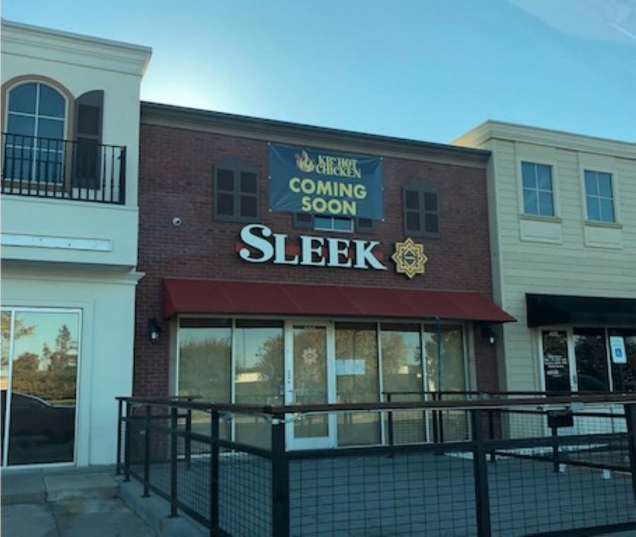 KB's Hot Chicken is coming to the former Sleek Chocolate & Cafe location in the Telfair shopping center. (Amanda Feldott/Community Impact Newspaper)