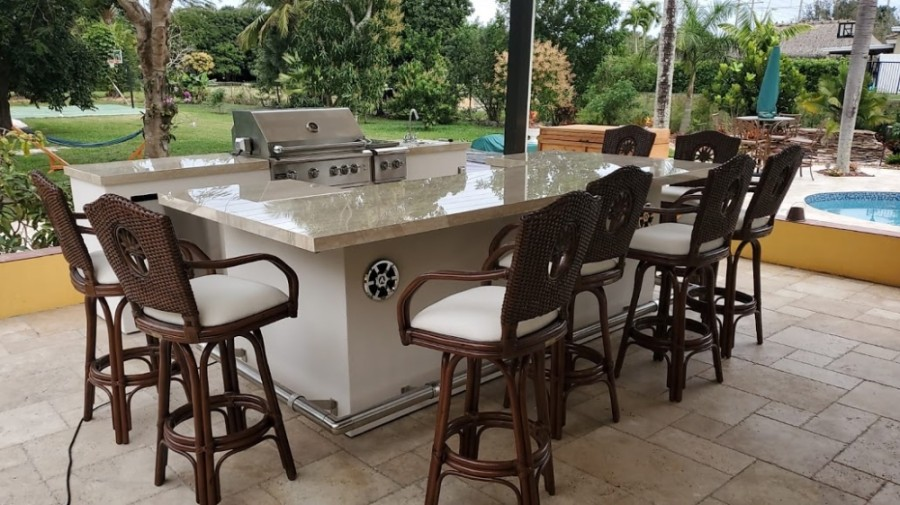 Outdoor patio grill and counter
