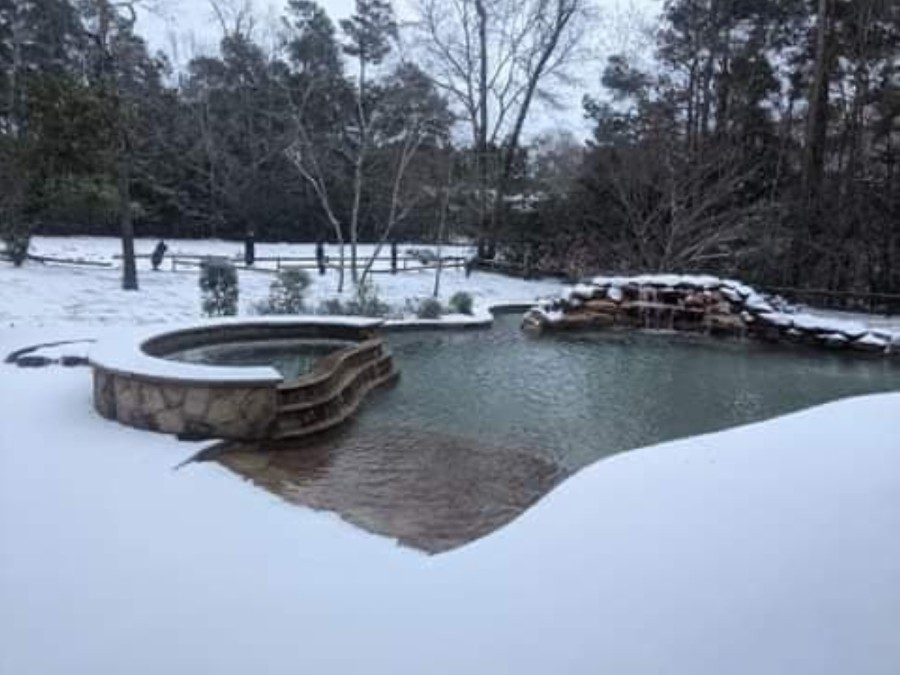 Spring Benders Landing in The Woodlands accumulated half an inch to an inch of snow. (Courtesy Tim Roadnight)