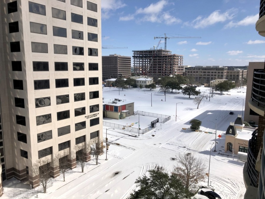 Snow covers downtown Austin at Lavaca and 15th streets. (Sally Grace Holtgrieve/Community Impact Newspaper)