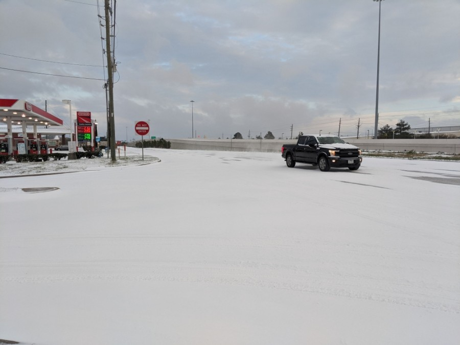 South of the city of Tomball, the Hwy. 249 frontage roads were covered in snow in the early hours of Feb. 15 in the Northpointe area. (Anna Lotz/Community Impact Newspaper)