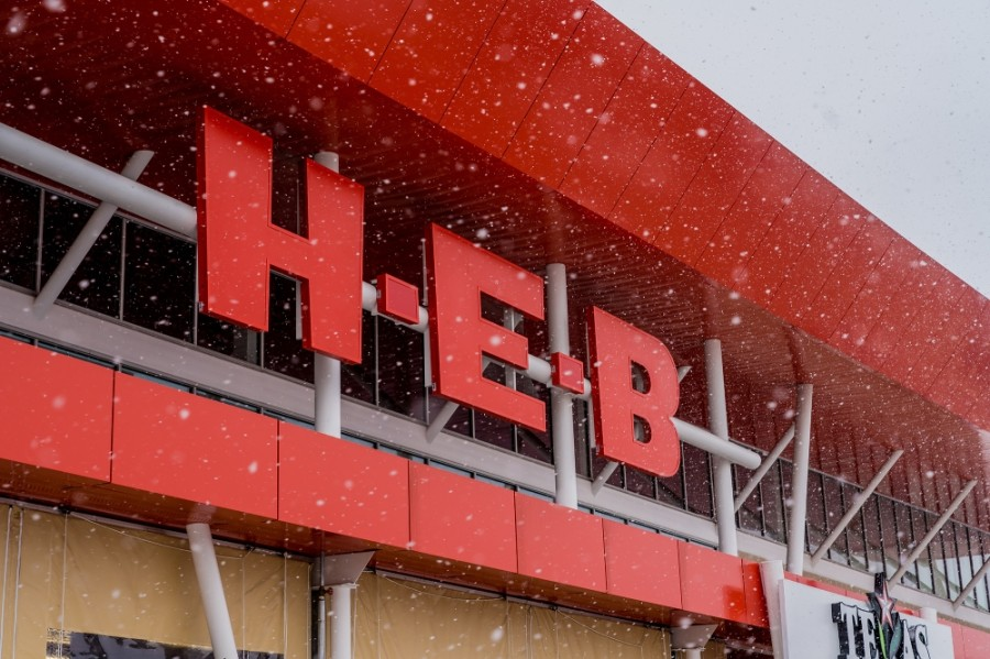 H-E-B stores across Texas have limited store hours and placed purchase limits on some high-demand products due to ongoing severe winter weather, H-E-B officials announced Feb. 19. (Courtesy H-E-B)