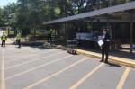 Austin ISD staff at Pleasant Hill Elementary School distribute meals. (Nicholas Cicale/Community Impact Newspaper)