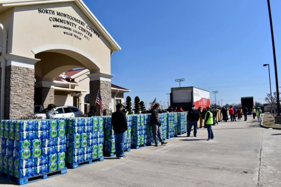 Volunteers from the food bank distribute clean drinking water. (Courtesy Montgomery County Food Bank)
