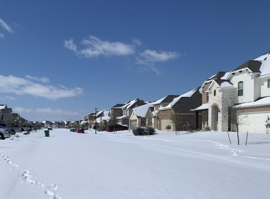 Pflugerville streets were covered with snow from Winter Storm Uri during the week of Feb. 15. (Amy Bryant/Community Impact Newspaper)