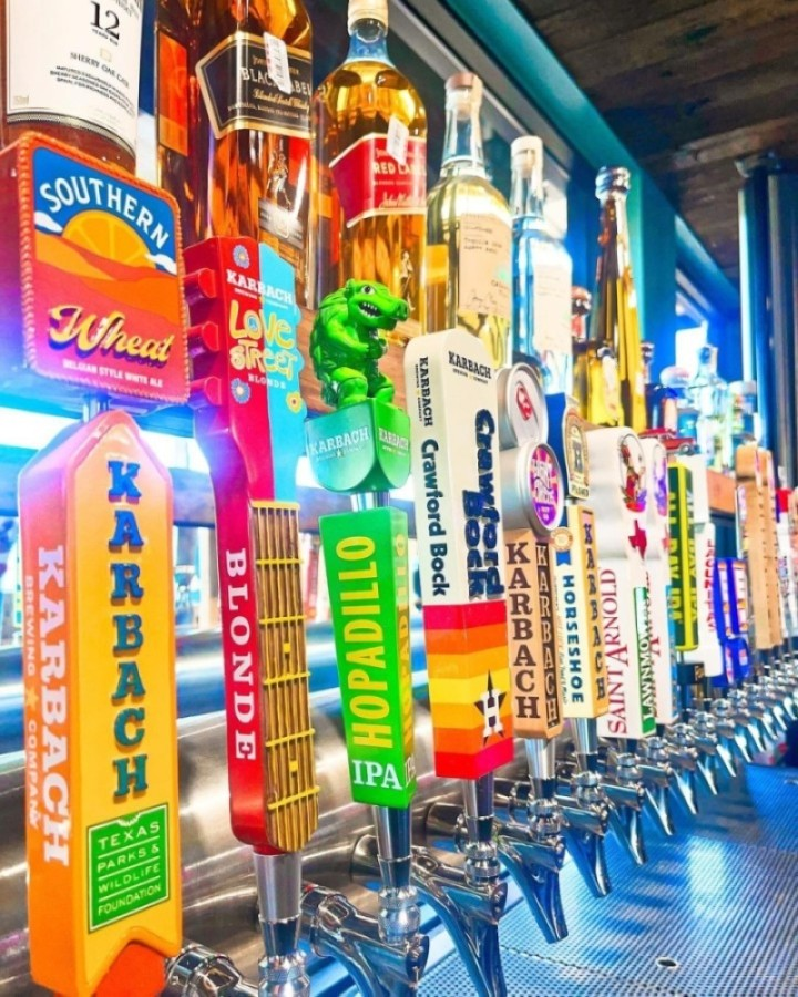 The Little Woodrow's Tomball location offers a full bar with Texas craft beers from Houston breweries such as Karbach Brewing Co. and Saint Arnold Brewing Co. (Courtesy Little Woodrow's)