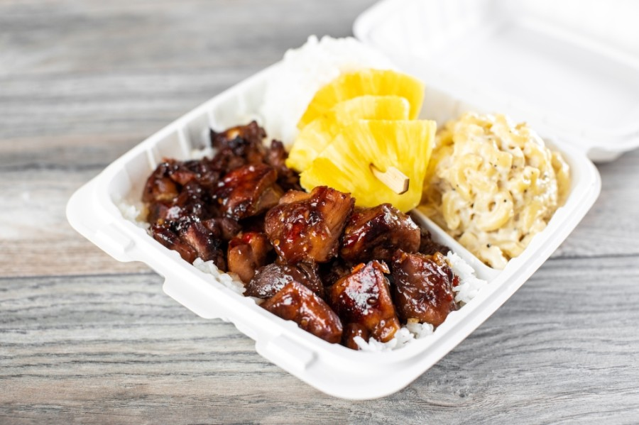 The restaurant's menu consists of classic Hawaiian lunches, which include a main protein, such as chicken, and rice, pineapple or macaroni salad on the side. (Courtesy Hawaiian Bros/Kathy Tran)