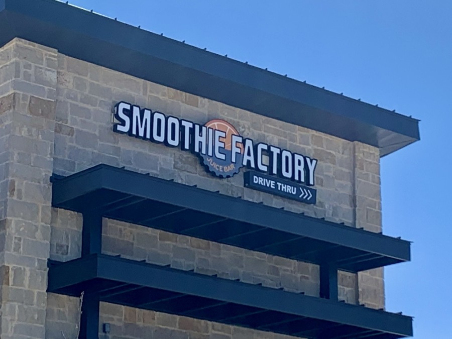 Smoothie Factory is now open on Glade Road. (Sandra Sadek/Community Impact Newspaper)