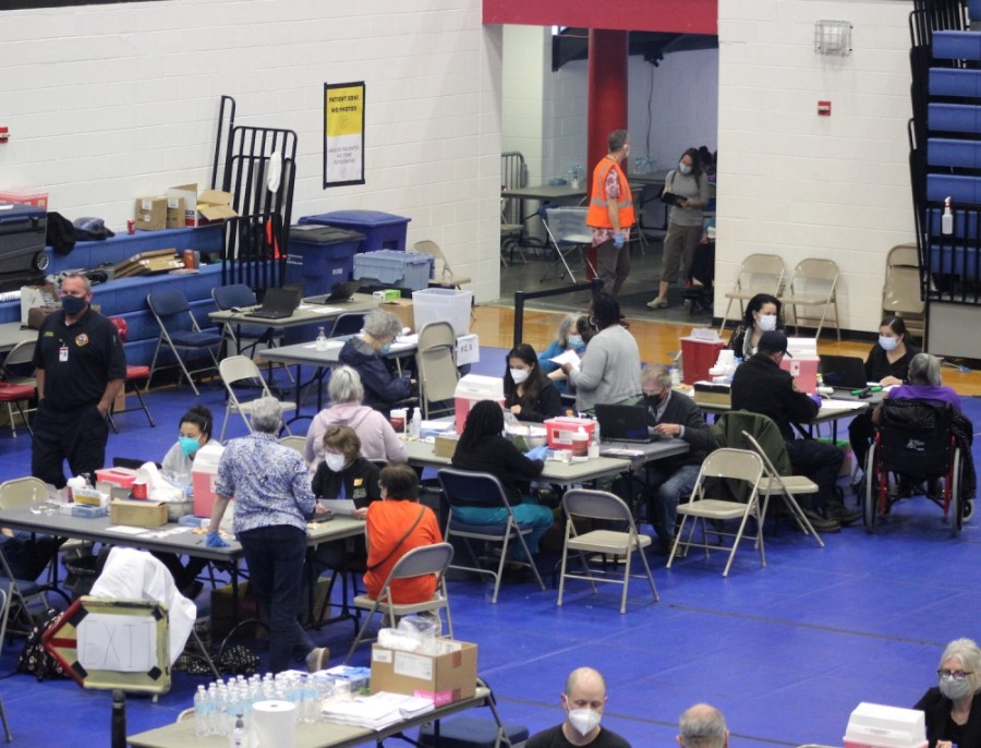 Photo of a vaccine clinic in a gym