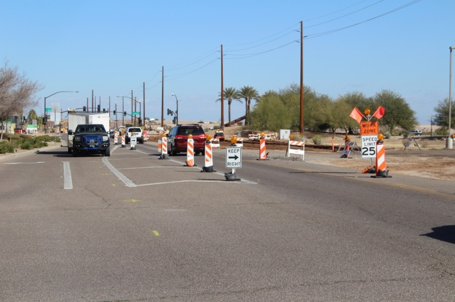 Work on the Lindsay Road interchange for the Loop 202-Santan Freeway is affecting traffic on Lindsay Road. (Tom Blodgett/Community Impact Newspaper)