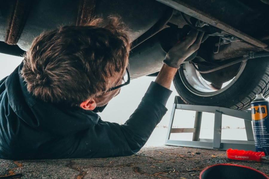 The car mechanic shop offers inspections, oil changes, transmission and suspension repair, and body work. (Courtesy Pexels)