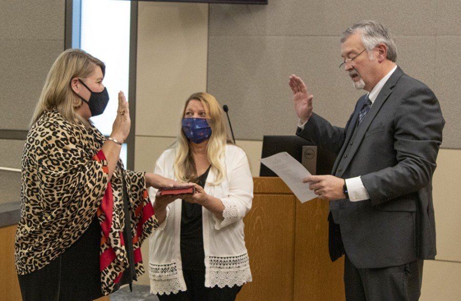 Amanda Parr (left) is sworn in as the new District 1 council member on May 10. (Courtesy City of Georgetown)
