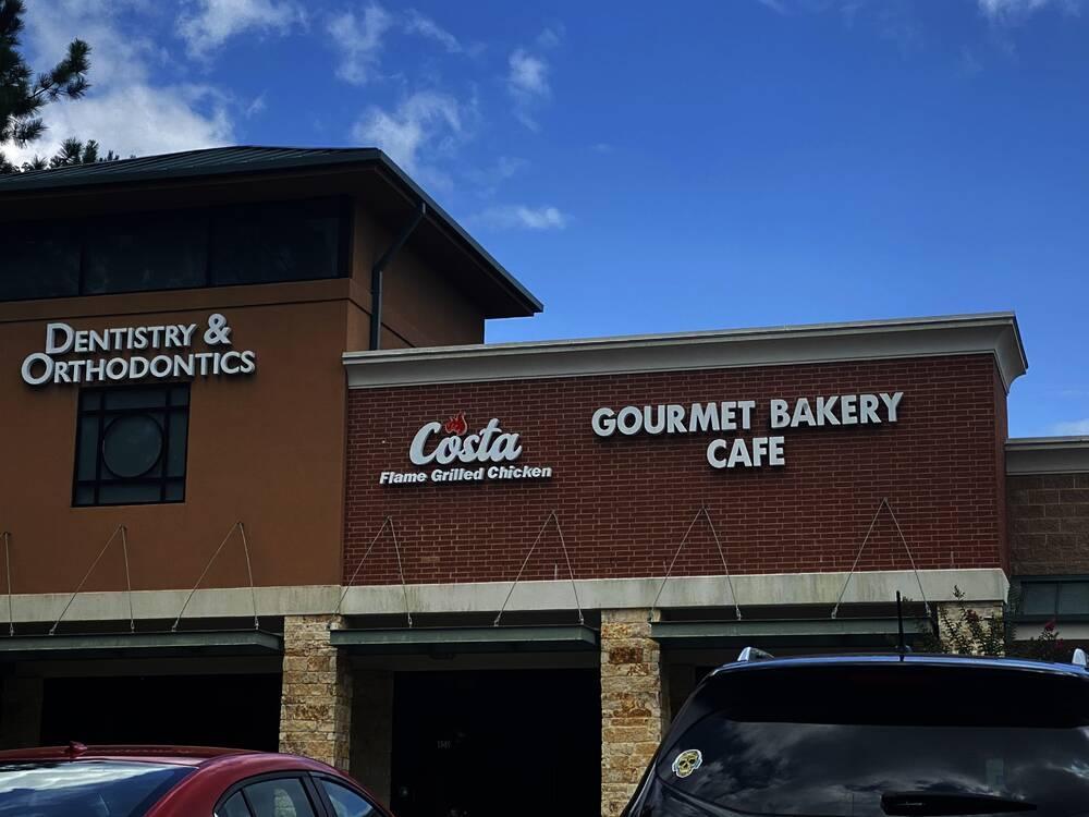 Costa is next door to La Francesita Gourmet Bakery Cafe. (Ally Bolender/Community Impact Newspaper)