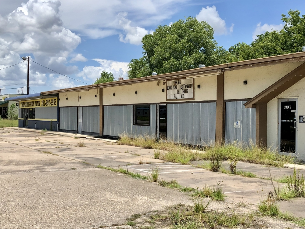 Pearland City Council on Aug. 9 approved in a unanimous vote to reclassify a property at 6743 Broadway St., Pearland. (Andy Yanez/Community Impact Newspaper)
