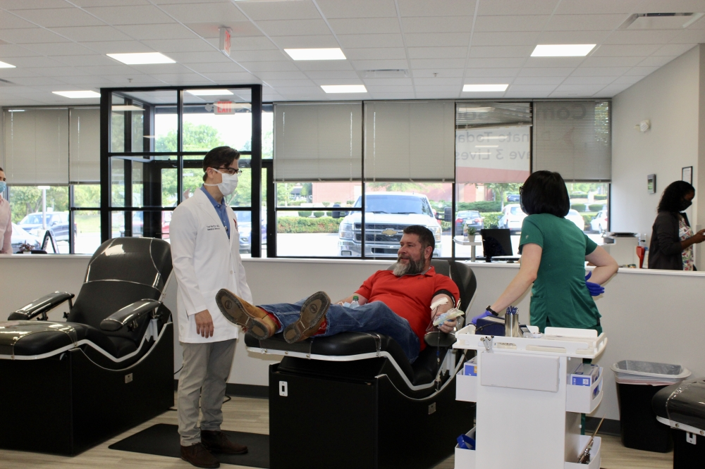Blood Assurance Medical Director Dr. Ted Kieffer (left) stands with Williamson County resident Jon Smotherton as he makes the first donation at the nonprofits new center in Cool Springs. (Wendy Sturges/Community Impact Newspaper)