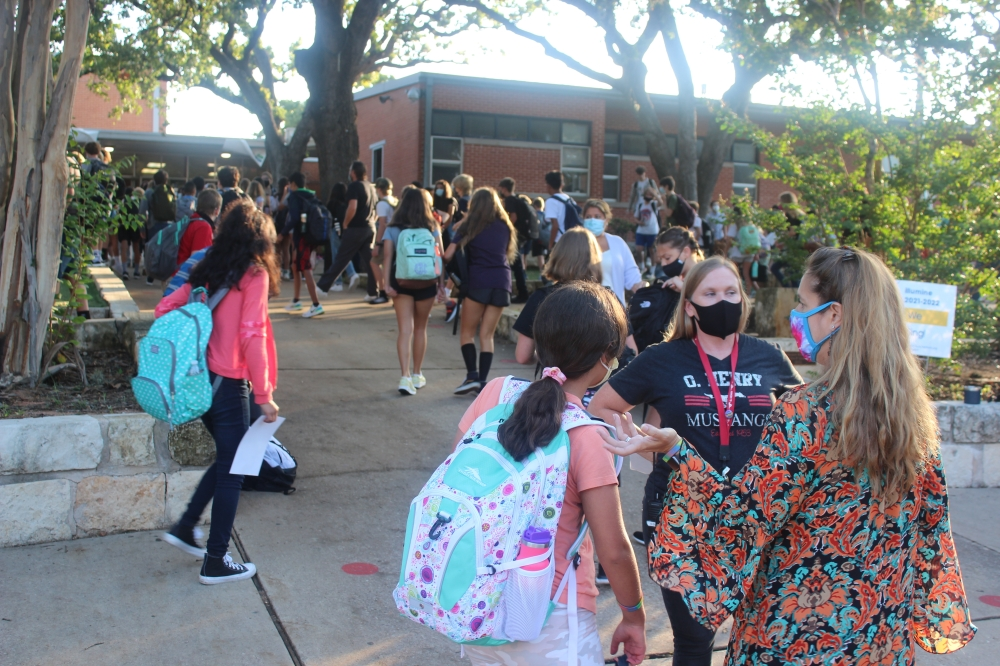 Students at O. Henry Middle School in Austin head in for their first day of school Aug. 17. (Ben Thompson/Community Impact Newspaper)