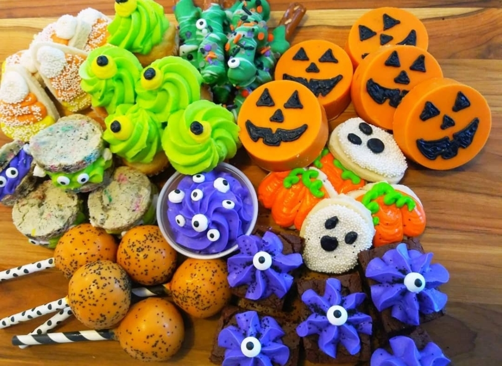 Pflour Shop Bakery in Pflugerville offers Halloween-themed goodies like decorated cookies, cupcakes, chocolate-covered Oreos and cake pops. (Courtesy Pflour Shop Bakery)