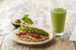 A flatbread and green smoothie.