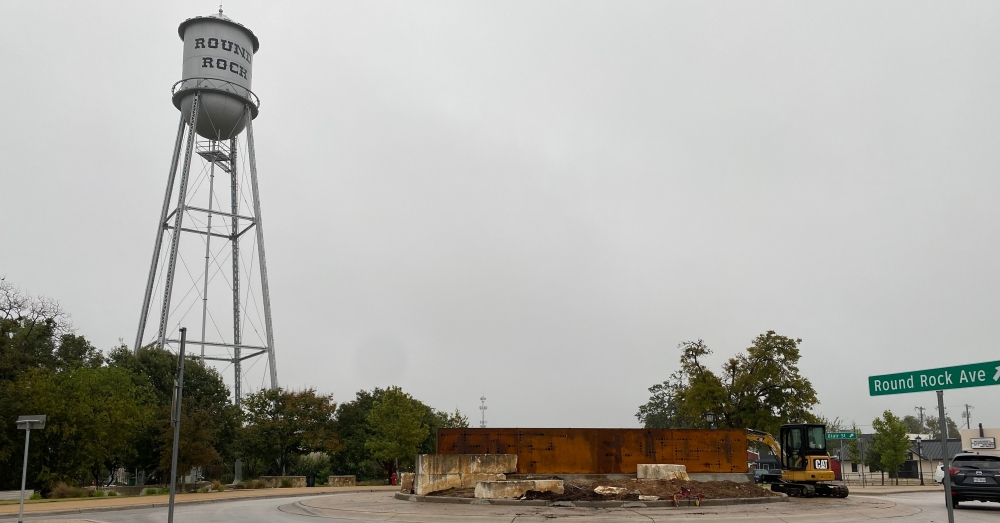 On Oct. 12, a crew was working on installing the larger metal part of the sign in the roundabout connecting Liberty Avenue, Blair Street and Round Rock Avenue.(Brooke Sjoberg/Community Impact Newspaper)