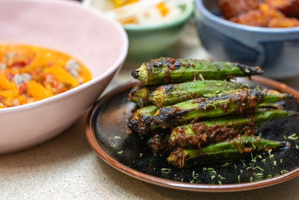 Photo of grilled okra with shrimp sauce