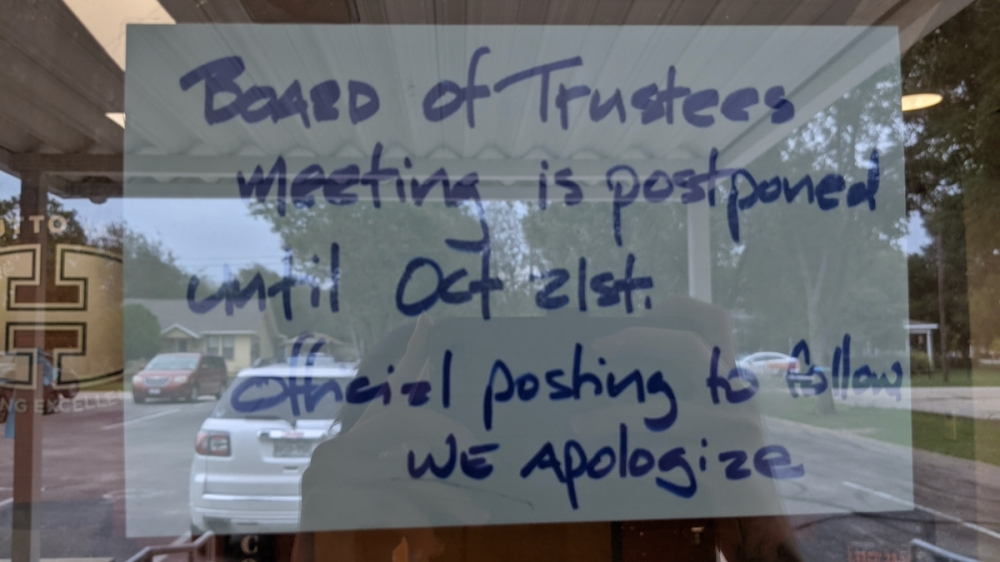 A sign posted outside the Hutto ISD administration building alerted would-be meeting goers to the postponement. (Carson Ganong/Community Impact Newspaper)