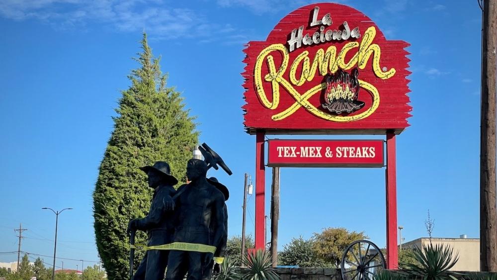 La Hacienda Ranch sign