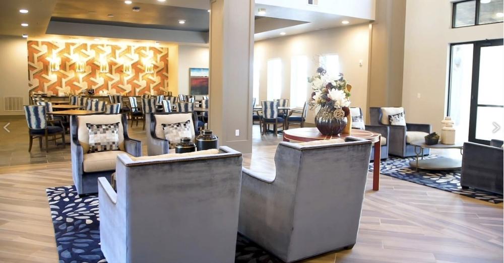 dining room/lobby area